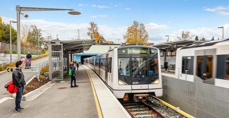 T-banen kun 350 meter unna med jevnlige avganger til og fra sentrum.