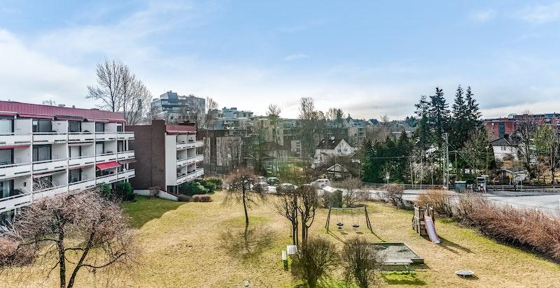 Hjertelig velkommen til Abbediengen og en stor gavlleilighet med solrik terrasse.