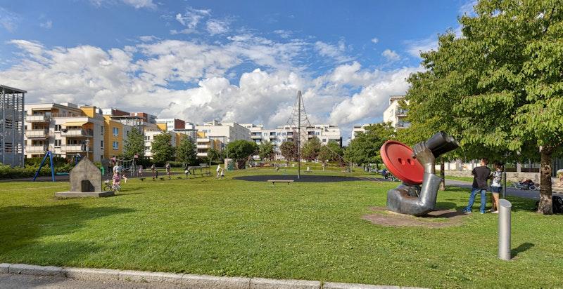 Boligen har nærhet til en rekke flotte rekreasjonsområder og parker.