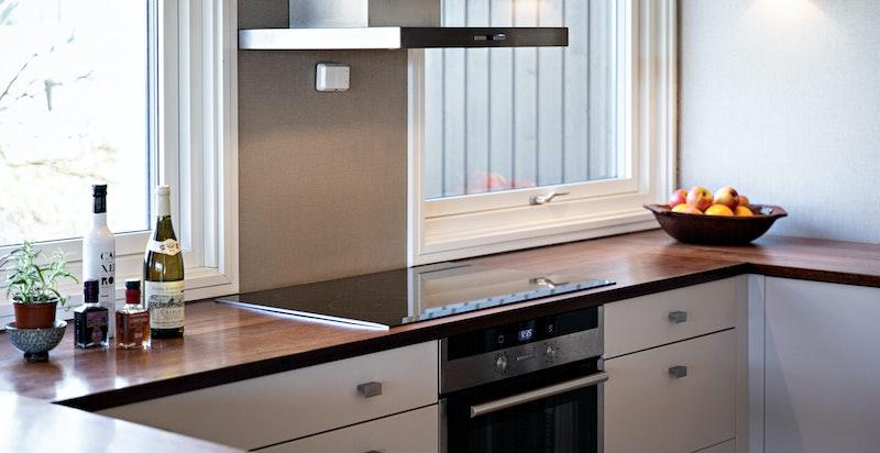 Kjøkkenet er plassbygget av Villasnekkeriet med gode arbeidssoner