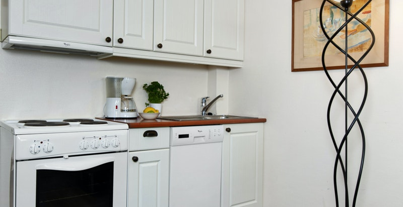 Kjøkkenet har alle hvitevarer som vil medfølge i handelen.