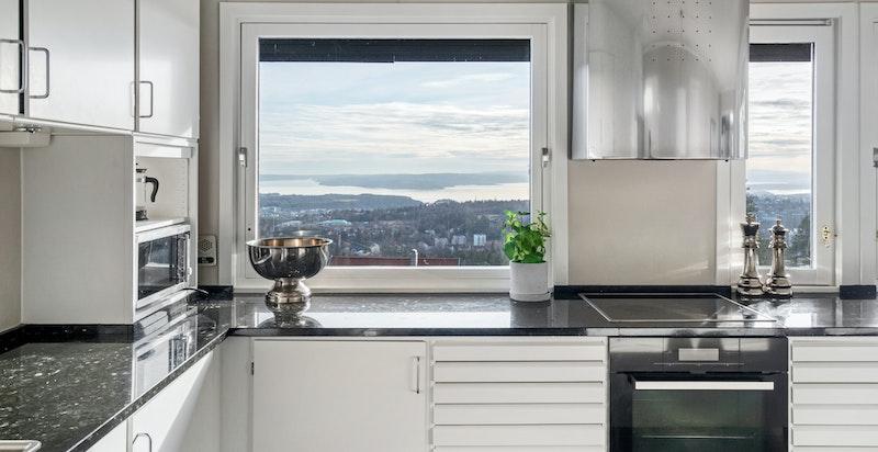 Detalj kjøkken mot utsikten