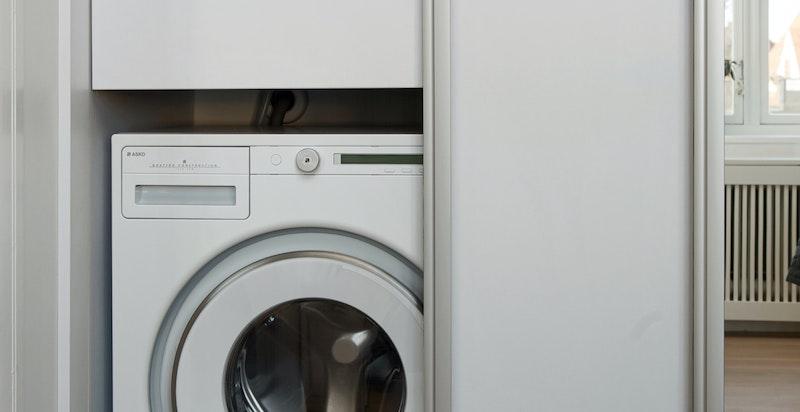 Opplegg til vaskemaskin i skap på hovedsoverom