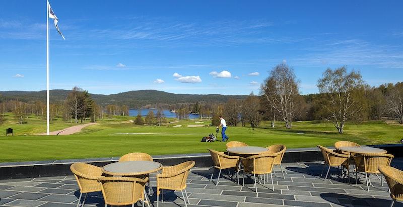 Sykkel- og gangvei til Bogstad hvor det er populært badevann, flott golfbane på Bogstad og Bogstad gård med café samt aktiviteter for barn.