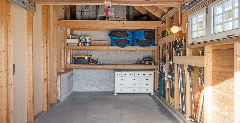 Garasje med hems for lagring