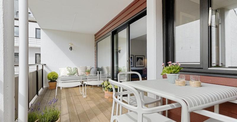 Herlig, solrik og sydvendt balkong på 13 kvm