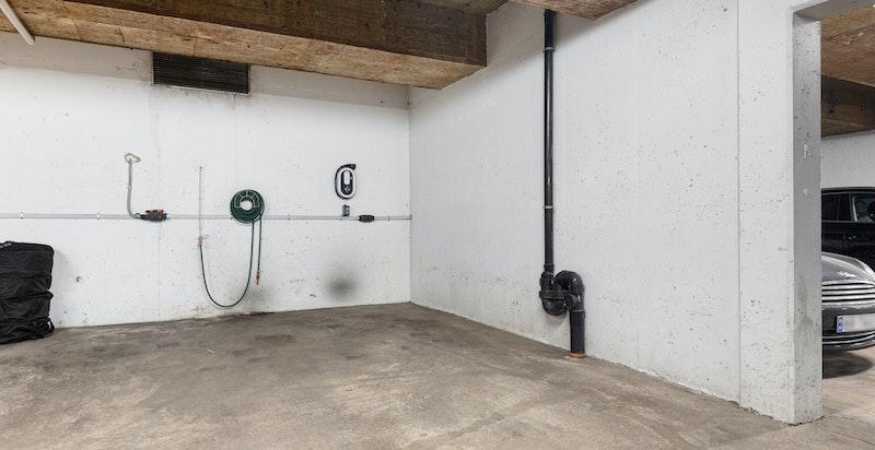 Garasjeplass med el-billader medfølger