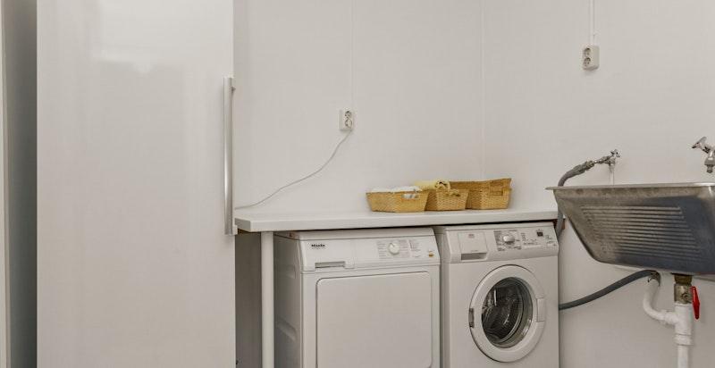 Praktisk vaskerom med god plass