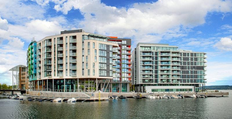 Flott arkitektonisk fasade - Kanalen som nærmeste nabo