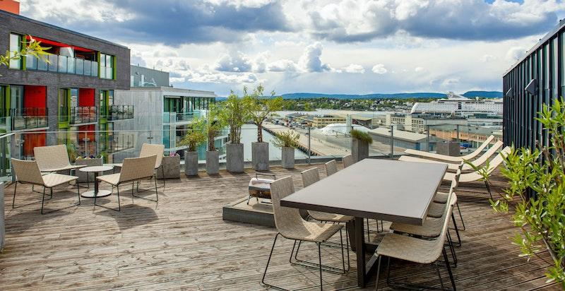 Solrik, flott felles terrasse- på toppen av bygget - utsikt og sol