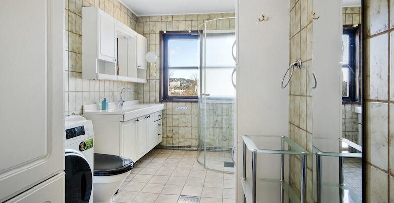 Dusjbadwc og opplegg vaskemaskin