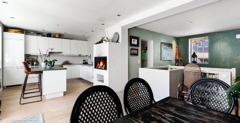 Spisestue med plass for spisebord av god størrelse