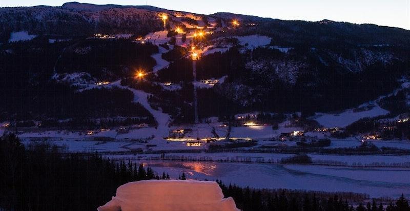 Utsikt kveld mot Kvitfjell Alpinanlegg