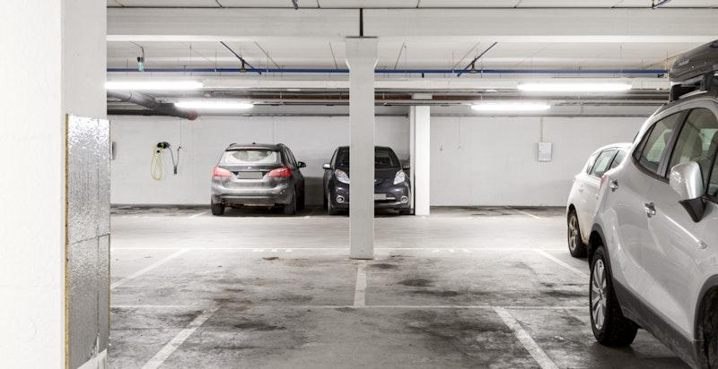 Leiligheten har 2 garasjeplasser. Her er den andre.