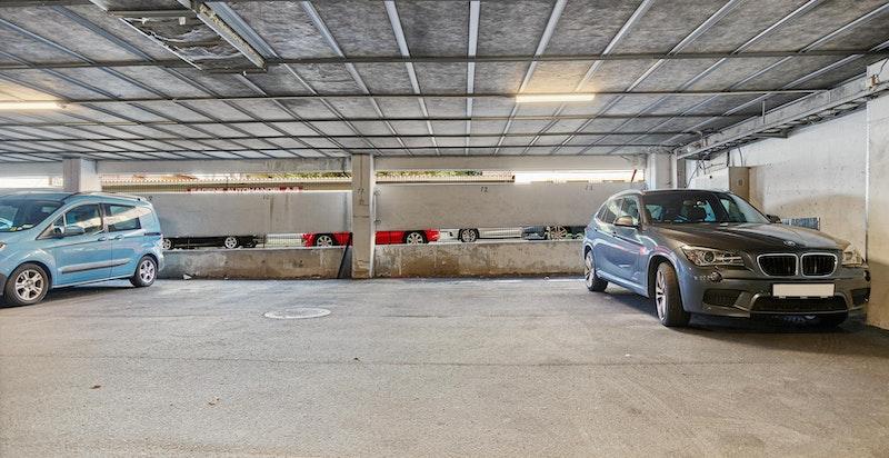 Egen garasjeplass (nr. 12) med god intern plassering