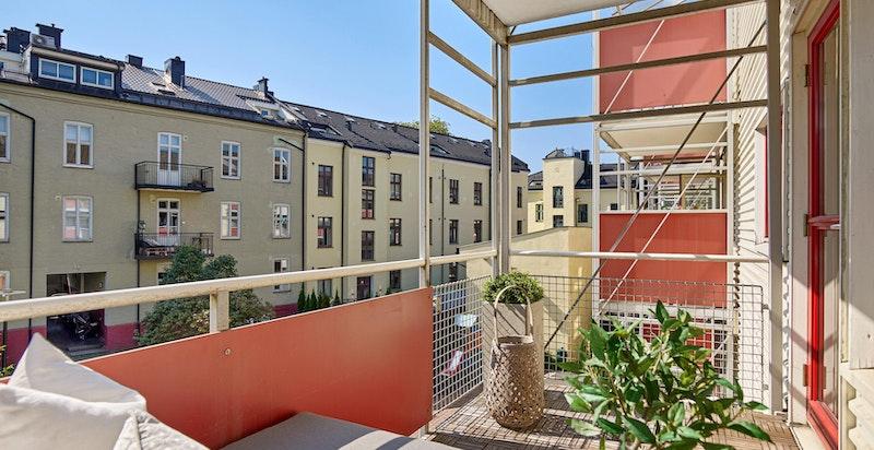 Solrik balkong på 6,3 m² med plass til utemøblement og grill