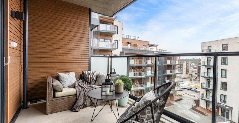 Sydvendt balkong på 9 kvm med utgang fra stue