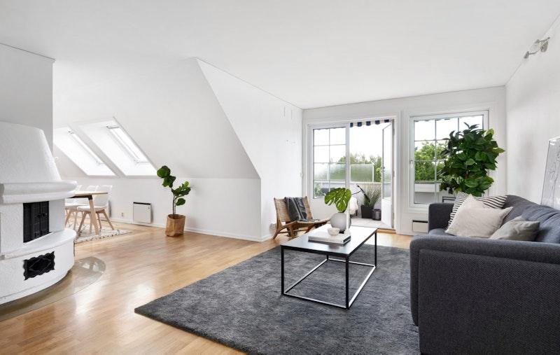 Romslig og gjennomgående leilighet over to plan