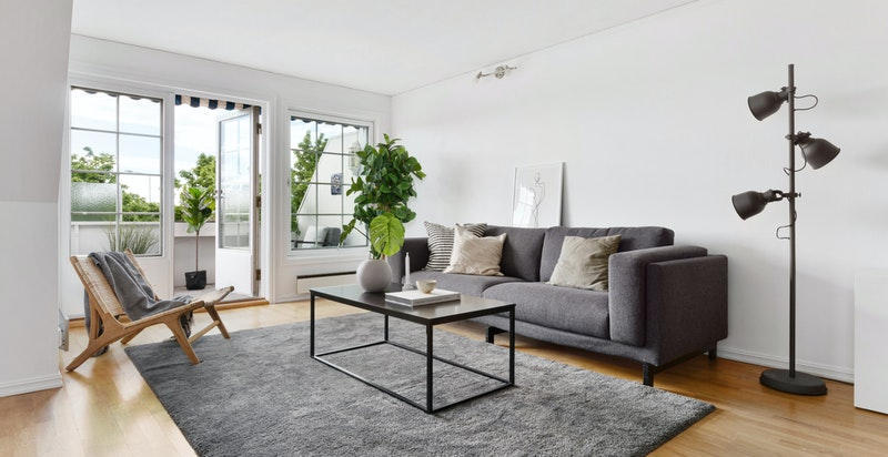 Stuens store vinduer sikrer gode lysforhold