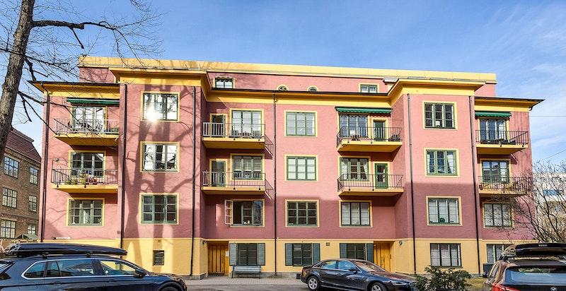 Fasade fra syd. Endeleilighet i 1. etasje med trappefri adkomst