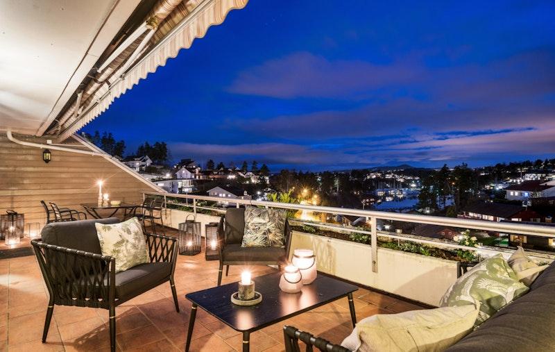 Solfylt og innholdsrik utsiktsleilighet med terrasse på 35 m²