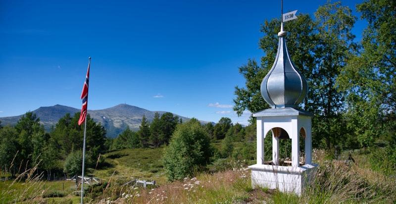 Flott klokketårn med inspirasjon fra 1800-talls gudbrandsdalstil