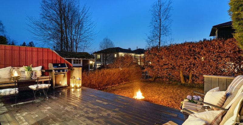 Terrasse med gode sol fra formiddag til ca. 19:30 midtsommers.