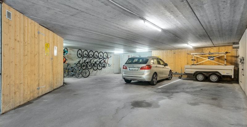 Garasje på over 130 kvm med bl.a. plass til 4-6 biler