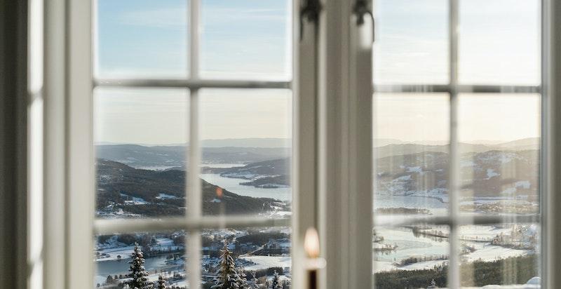 De store vindusflatene byr også på flott utsikt