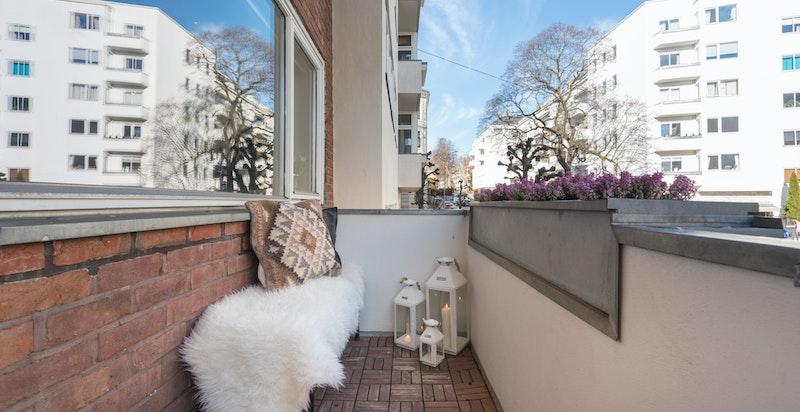 Balkong ut fra stue med fint utsyn over nærområdet og nedover Gabels gate