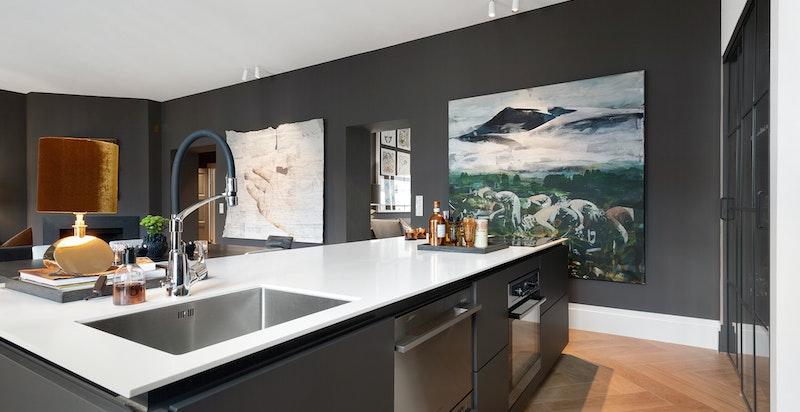 Kjøkkenøy med vask, koketopp og stekeovn