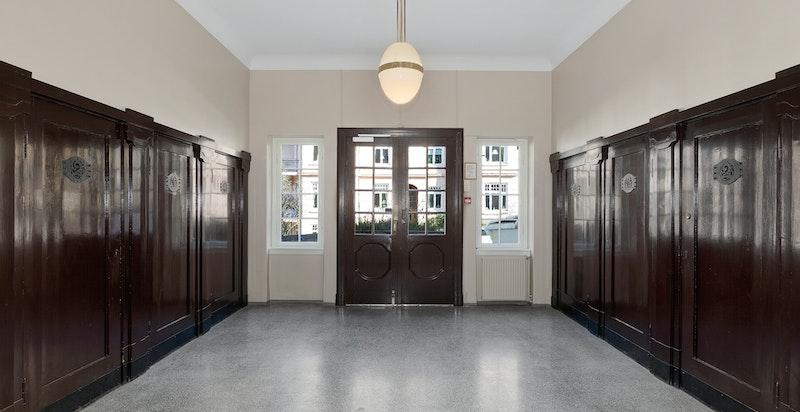 Thomas Heftyes gate 42B -  Felles hall/inngangsparti hvor hver av sameierne har vær sin sportsbod