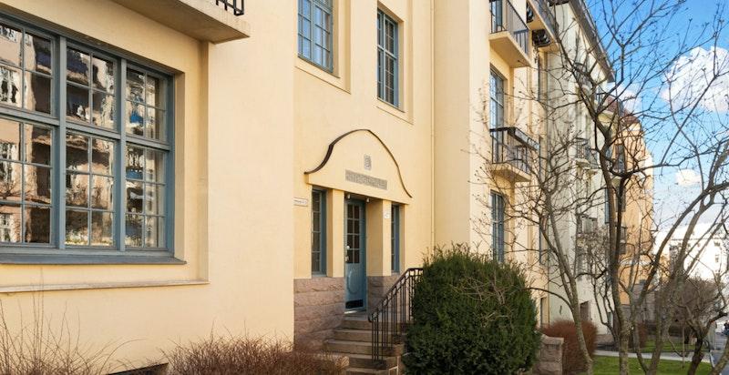 Thomas Heftyes gate 42B  - Prisbelønnet og meget representativ Frognergård tegnet av Lilla Hansen, Norges første kvinnelige arkitekt.