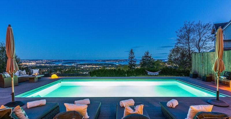 Fantastisk utsikt fra både boligen og terrassen