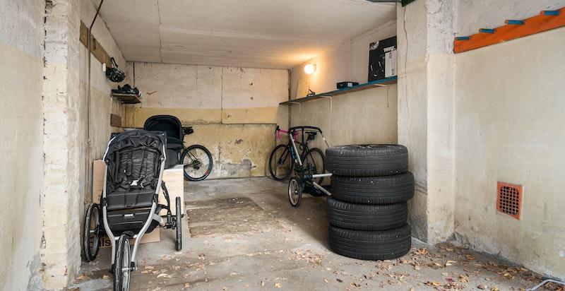 Stor egen garasje på 21 m2