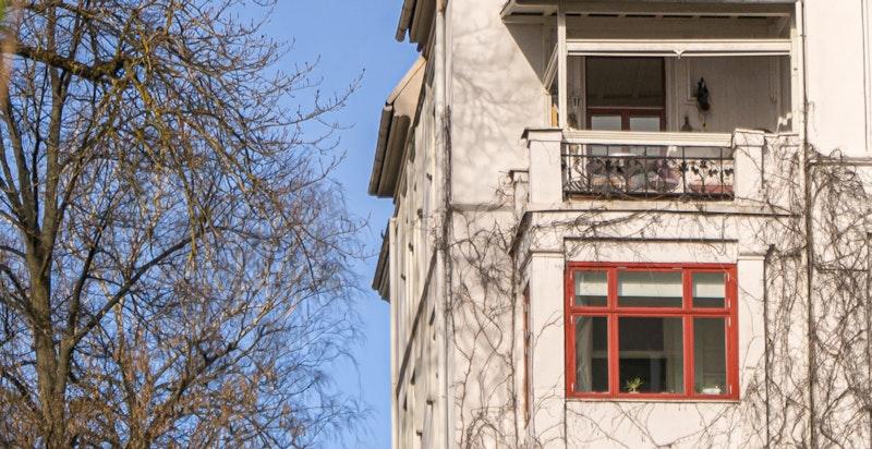 Leiligheten ligger i byggets øverste boligetasje (4.etasje)