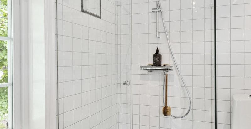 Innglasset dusj på badet