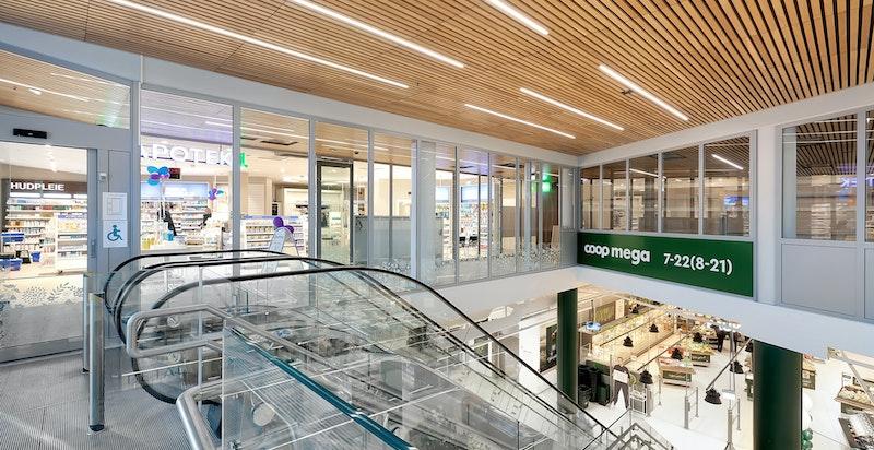 Nye Harbitz Torg som byr på en rekke forretninger blant annet COOP Mega, apotek, frisør, samt Laboratoriet Kulturhus og svømmebassengn