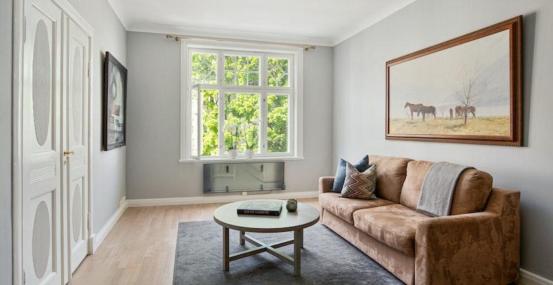 Boligens andre stue kan også brukes som soverom.