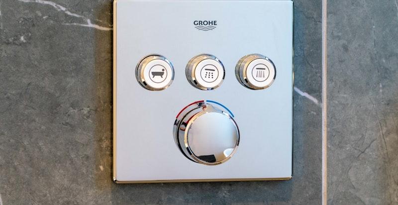 Integrert baderomsarmatur fra Grohe.