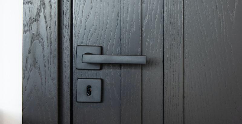 Detalj - designdører av høy kvalitet med skjulte hengsler innvendig
