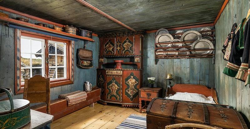 Inneholder stor stue, 2 soverom, hems og bad