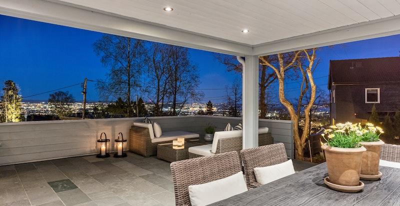 Terrasse på kveldstid