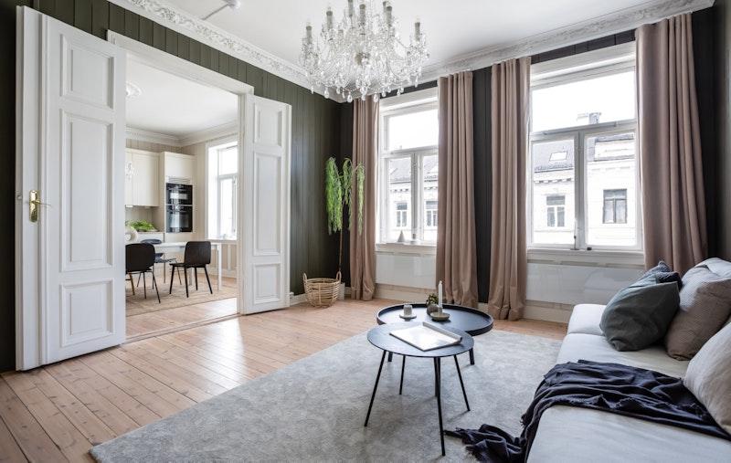 En vakker og flott leilighet beliggende i byggets 4. etasje.