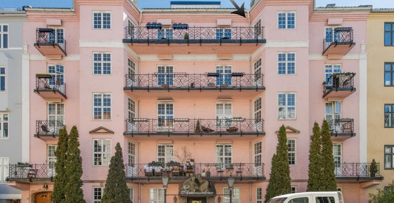 Velkommen til Camilla Colletts gate 15, 5. etasje med balkong og heis. Delikat og lekker 2 roms leilighet sentralt på Oslo Vest!