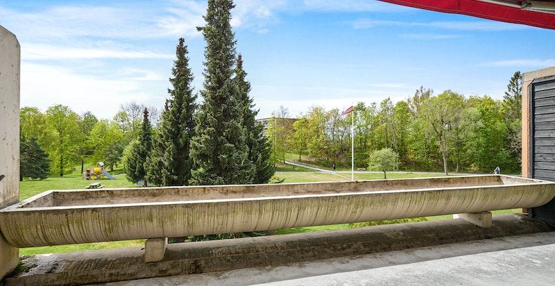 Meget gode solforhold på terrassen. De er nå under oppussing, og er ferdig i løpet av 2020.