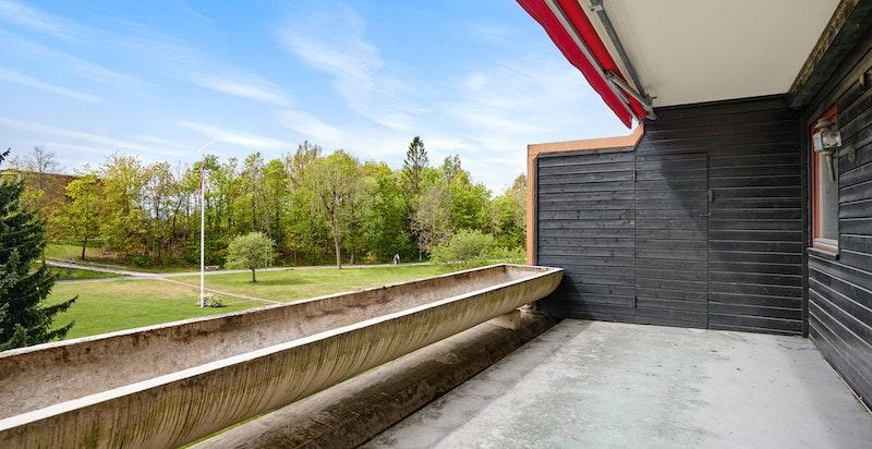 Begge terrassene har bod i enden. I tillegg kjellerboder (Balkong pusses snarlig opp av sameiet)