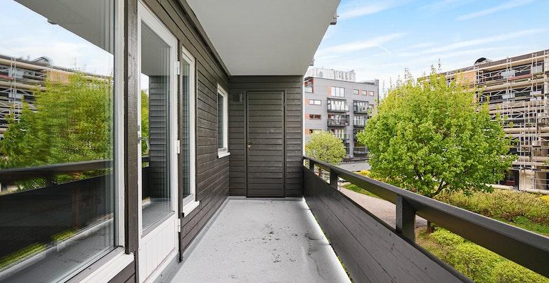 Bod i enden av terrassen. Rolig område med mye grøntareal mellom gårdene
