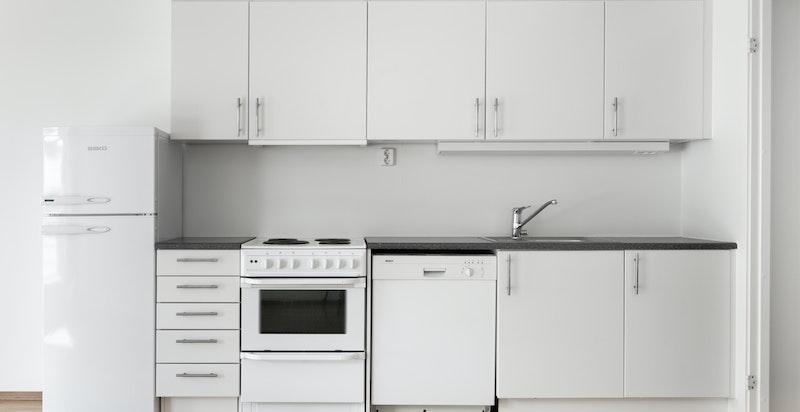 Pent kjøkken med hvitevarer
