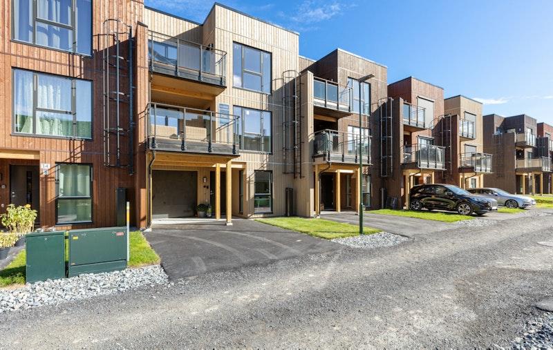 -Nye, flotte rekkehus med solrike balkonger-